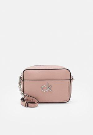 CAMERA BAG - Across body bag - blush