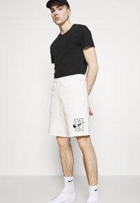 Nike Sportswear - RETRO  - Shorts - sail - 4