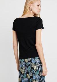 TOM TAILOR - CARREE NECKLINE - Basic T-shirt - deep black - 2