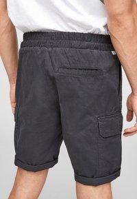 Q/S designed by - REGULAR FIT - Shorts - dark grey - 4