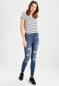 Hollister Co. - STRECH HIGH RISE SUPER SKINNY  - Jeans Skinny Fit - medium wash - 1