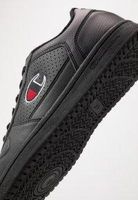 Champion - LOW CUT SHOE CHICAGO - Matalavartiset tennarit - new black - 5