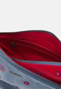 Desigual - BOLS JULY HARRY MINI - Across body bag - carmin - 2