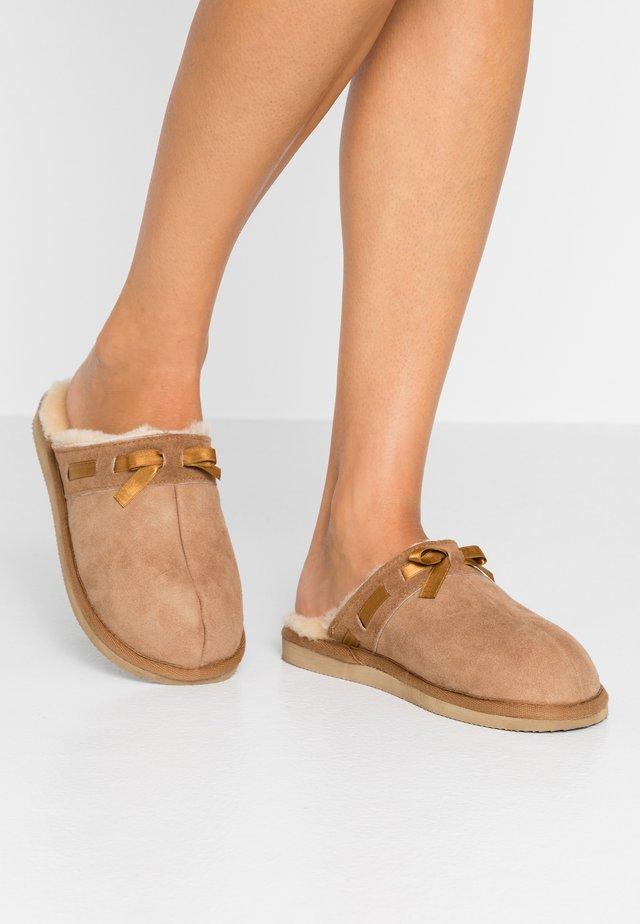 ANNE - Domácí obuv - chestnut