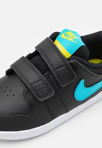 Nike Performance - PICO 5 UNISEX - Sportschoenen - black/chlorine blue/high voltage/white - 5