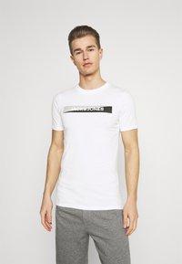 Jack & Jones - JACTREVOR TEE 3 PACK - Pyjama top - white/black/serenity - 4