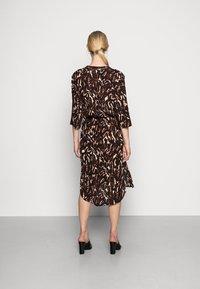 Soaked in Luxury - ZAYA DRESS - Day dress - dark tricolore - 2