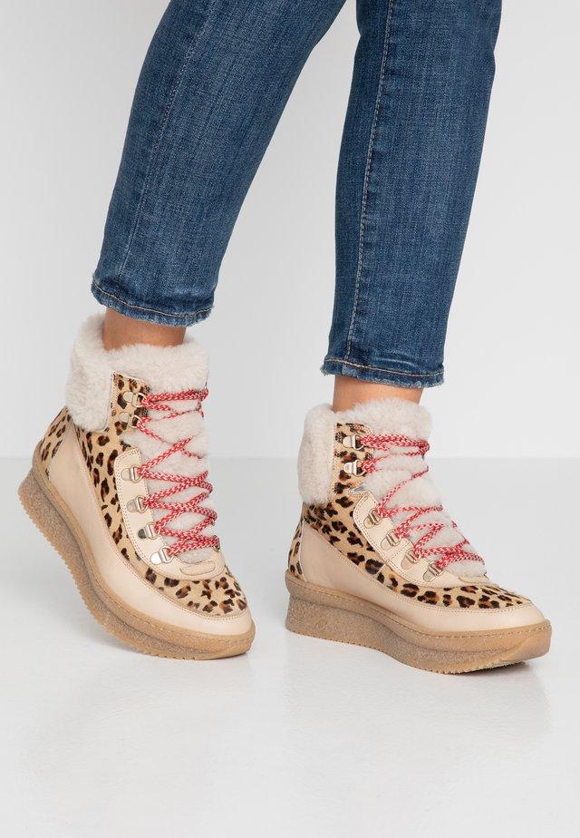 Platform ankle boots - eliseo cappucino