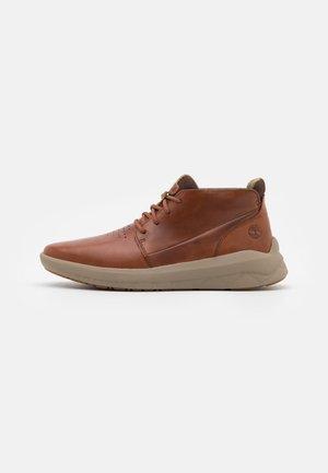 BRADSTREET ULTRA CHUKKA - Sneakers alte - dark brown