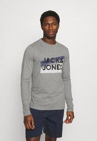 Jack & Jones - JACTROY  - Pyjama top - grey melange - 0