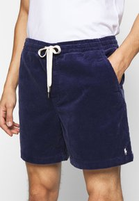 Polo Ralph Lauren - CLASSIC FIT PREPSTER SHORT - Shorts - boathouse navy - 6