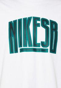 Nike SB - TEE FORCE UNISEX - Print T-shirt - vast grey - 2