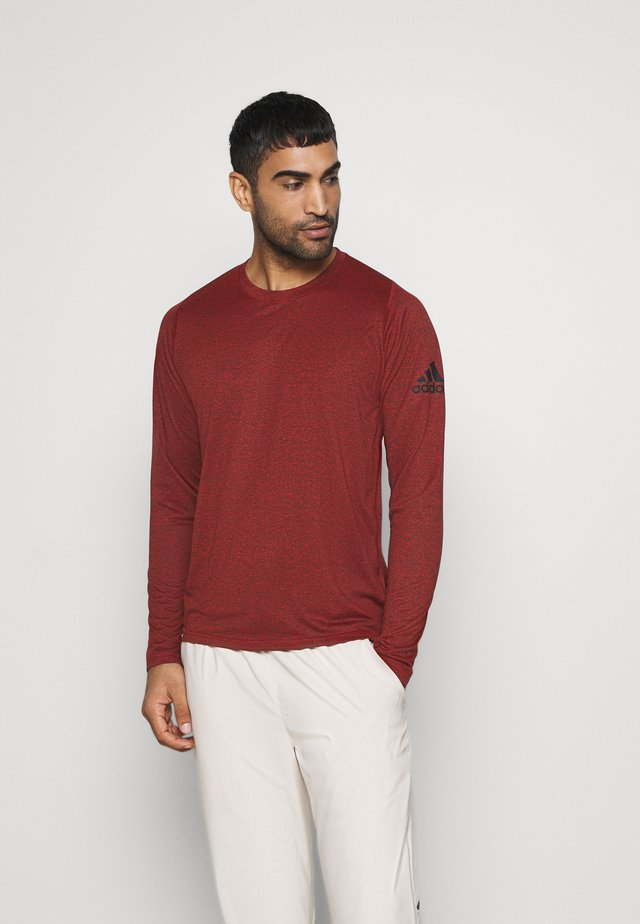AEROREADY LONG SLEEVE - Sports shirt - mottled red