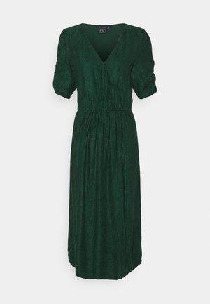 WRAP MIDI DRAPEY - Day dress - pine green