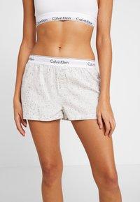 Calvin Klein Underwear - SLEEP SHORT - Nattøj bukser - snow heather - 0