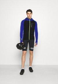 Mons Royale - TRAVERSE FULL ZIP HOOD - Training jacket - ultra blue/black - 1