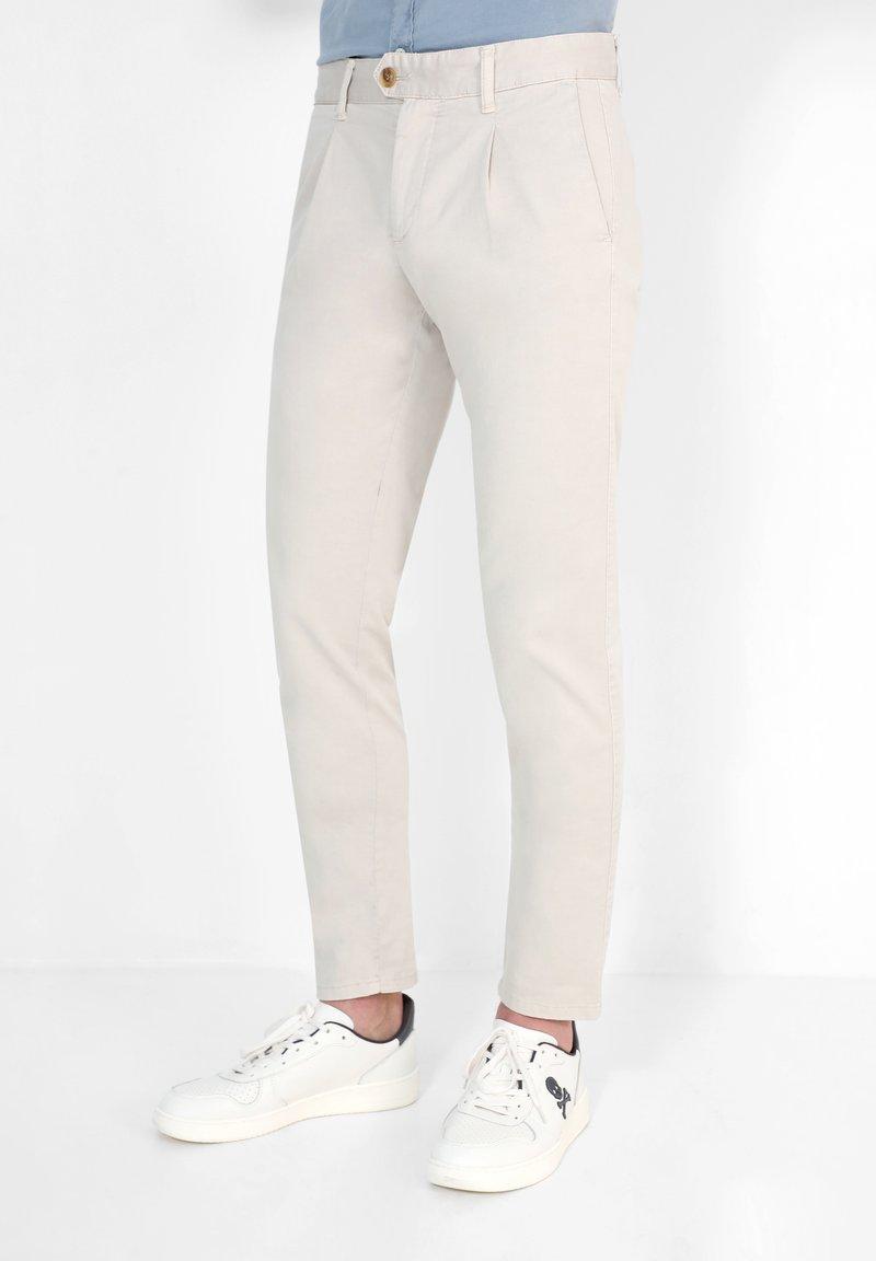 Scalpers - FIRENZE  - Pantalones chinos - beige
