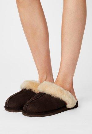 JESSICA - Slippers - moro/chestnut