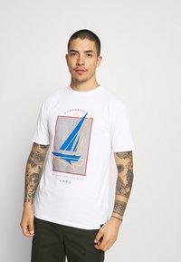 Newport Bay Sailing Club - BOAT 2 PACK - Print T-shirt - navy/mustard - 3