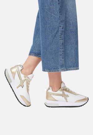MIT GLITTER-DETAIL-ROSÉ-WEISS - Sneakers basse - gold