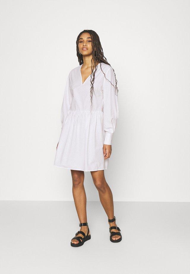 FRILL DETAIL MINI DRESS - Korte jurk - ecru