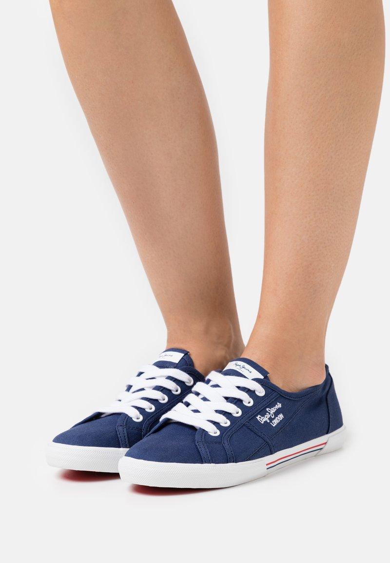 Pepe Jeans - ABERLADY ECOBASS - Sneakersy niskie - marine