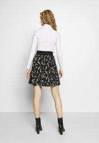 NAF NAF - KATHIOCHAINE - Mini skirts  - noir/ecru - 2