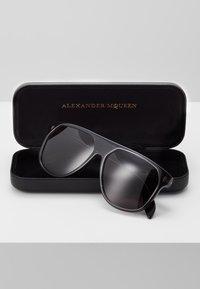 Alexander McQueen - Solbriller - grey - 2