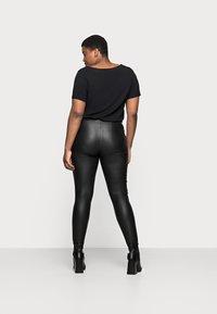 Pieces Curve - PCSKIN PARO CURVE - Trousers - black - 2