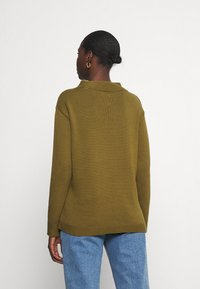 Marc O'Polo - LONGSLEEVE STRUCTURE MIX TURTLENECK - Jumper - olive green - 2