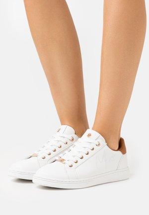 GLIB - Sneakers laag - white/cappuccino