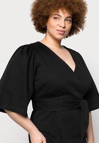 Vero Moda Curve - VMFAYE SHORT DRESS - Denimové šaty - black - 4