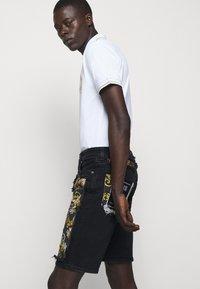 Versace Jeans Couture - Denim shorts - nero - 5