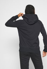 Under Armour - RIVAL HOODIE - Jersey con capucha - black - 2