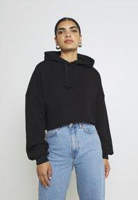 Gina Tricot - BASIC CROPPED HOOD - Hoodie - black - 0