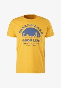 s.Oliver - MIT SCHRIFTPRINT - Print T-shirt - yellow good life print - 6