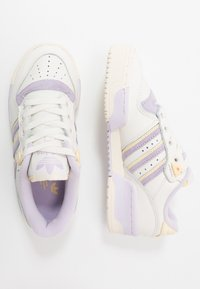 adidas Originals - RIVALRY - Trainers - cloud white/offwhite/purple tint - 3