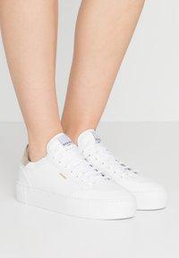 Nubikk - JOLIE NAYA - Sneakers basse - white/gold - 0