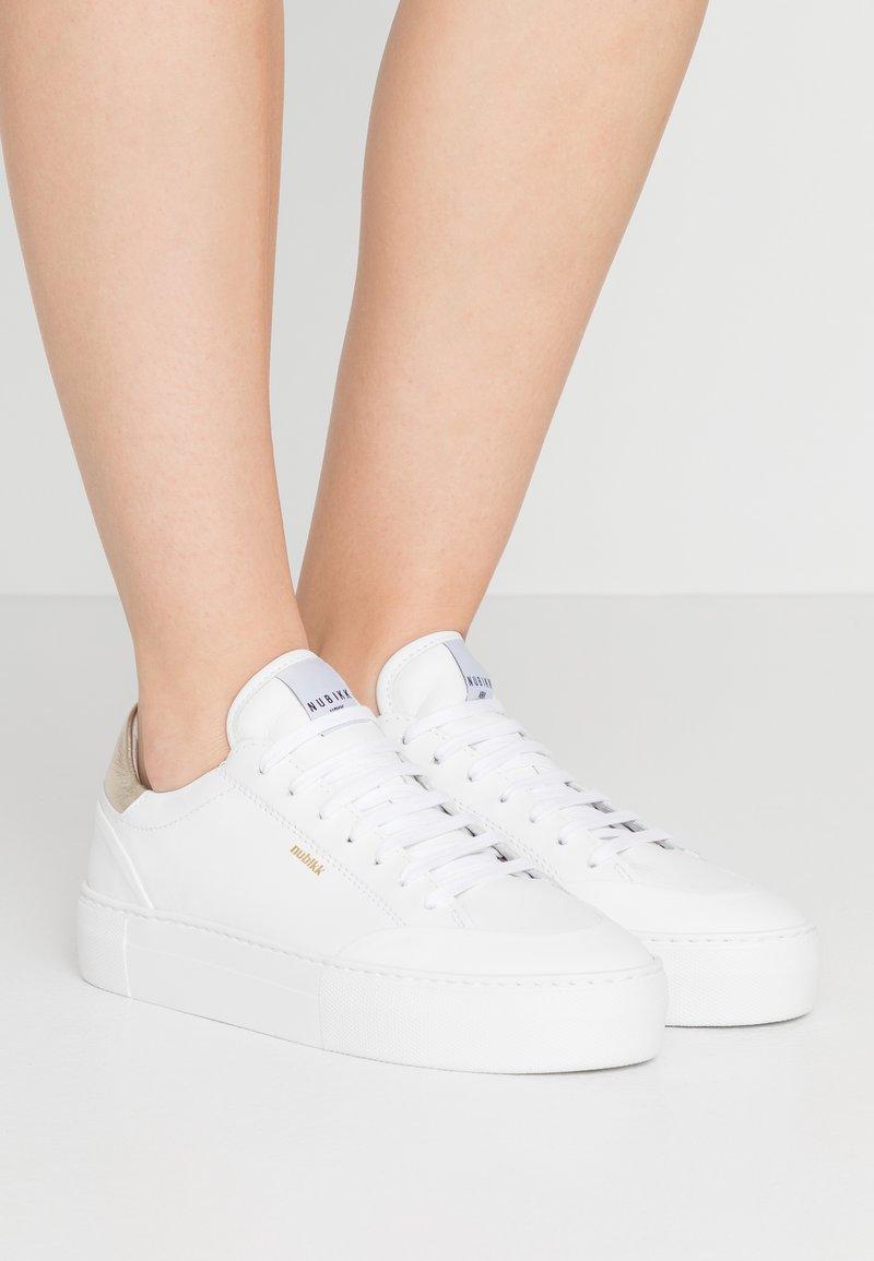 Nubikk - JOLIE NAYA - Sneakers basse - white/gold