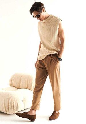 CHAGO - Nazouvací boty - brown