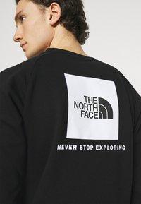 The North Face - RAGLAN REDBOX CREW NEW  - Sweatshirt - black/white - 3