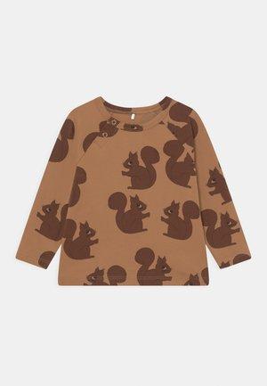 SQUIRREL RAGLAN TEE - Long sleeved top - brown
