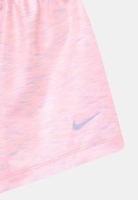 Nike Sportswear - SPACE DYE PAPERBAG  - Kraťasy - arctic punch - 2