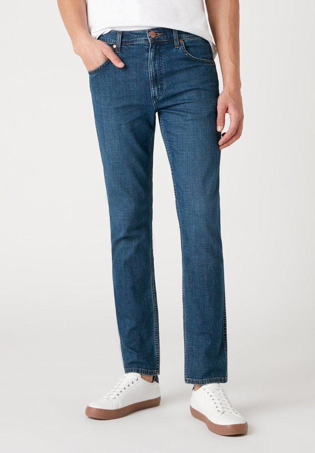 GREENSBORO - Jeans a sigaretta - jin jeany
