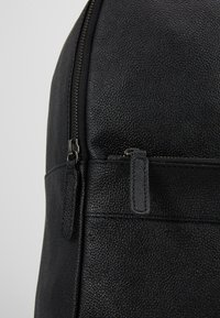 Pier One - LEATHER - Rucksack - black - 6