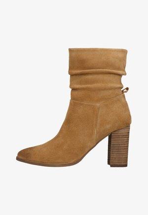 MIT ABSATZ - High heeled ankle boots - beige