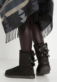 UGG - BAILEY BOW - Bottines - black - 0