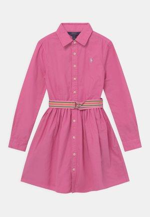 Košilové šaty - resort rose