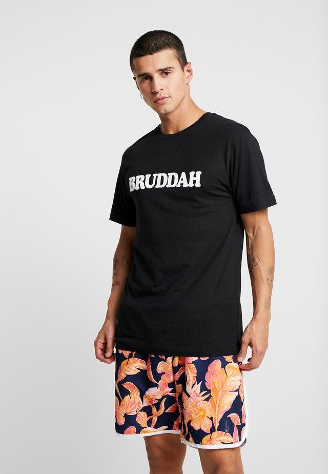 BRUDDAH TEE - T-shirt med print - black/white