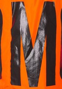 MOSCHINO SWIM - Swimming shorts - orange - 2